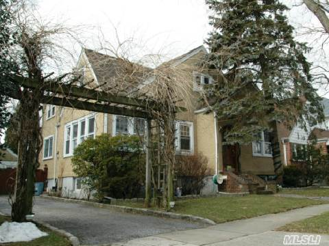 Sold: 86-46 261st St, Floral Park, NY 11001
